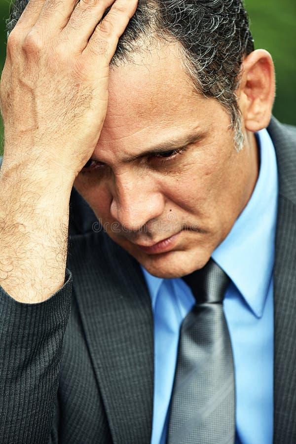 Niepokojący Latynoski Biznesowy mężczyzna zdjęcie stock