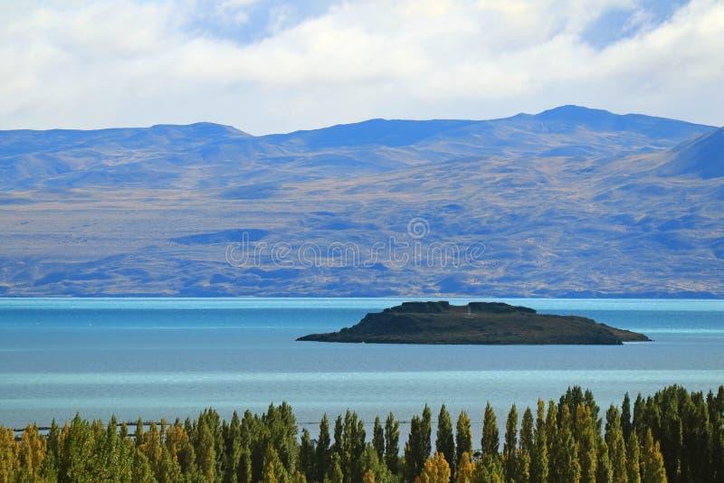 Nieprawdopodobny Argentino jezioro lub Lago Argentino widok od miasteczka El Calafate, Patagonia, Argentyna, Ameryka Południowa zdjęcia stock