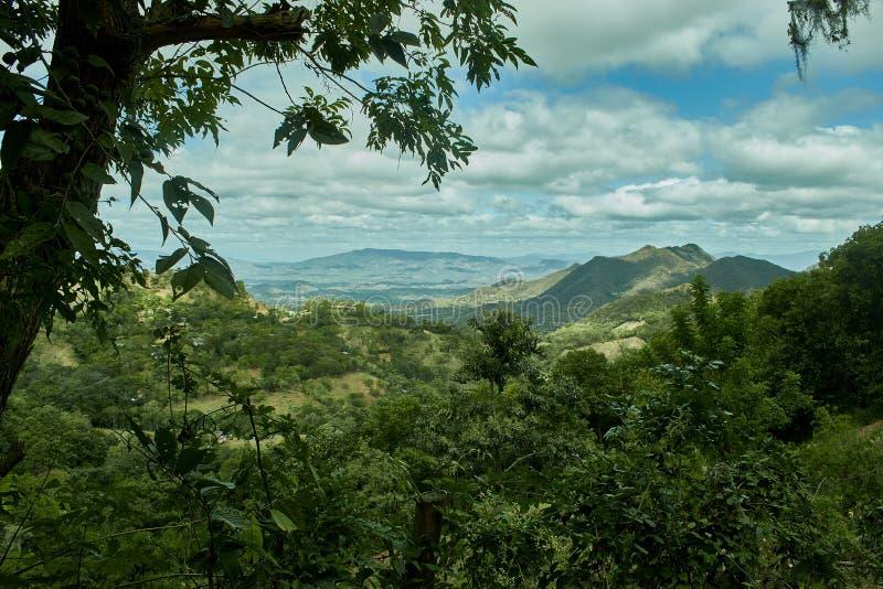 Nieprawdopodobny krajobraz zakrywać góry w Nicaragua fotografia stock