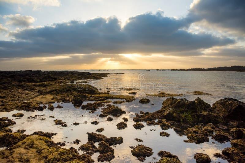 Nieprawdopodobny niskiego przypływu coastside Lanzarote ACanary wyspy Hiszpania obrazy stock