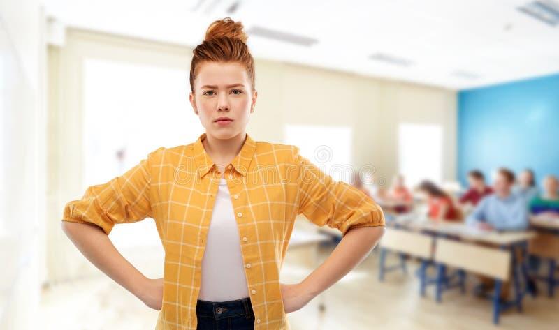 Nierada czerwona z włosami studencka dziewczyna przy szkołą zdjęcia stock