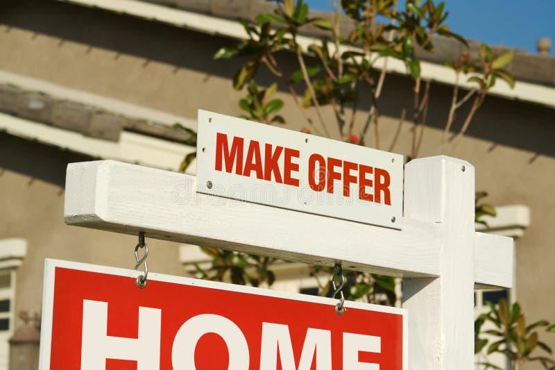 nieruchomość dom robi nowemu oferty reala znakowi obraz stock