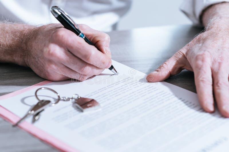 Nieruchomość kontraktacyjny podpis (lorem ipsum tekst używać) zdjęcia stock