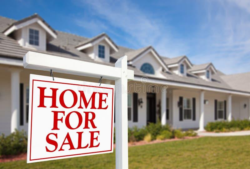 nieruchomości domowy nowy istny sprzedaży znak fotografia royalty free