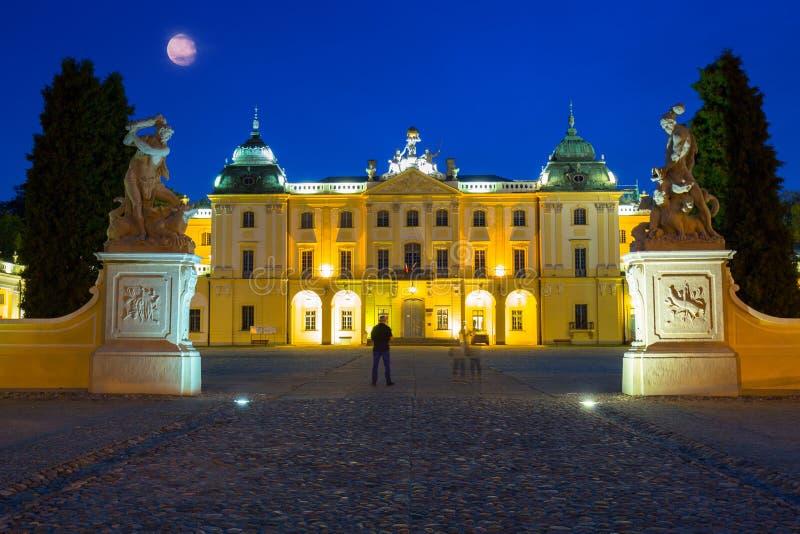 Niesamowita architektura paÅ'acu Branickiego w BiaÅ'ymstoku w nocy, Polska zdjęcie royalty free