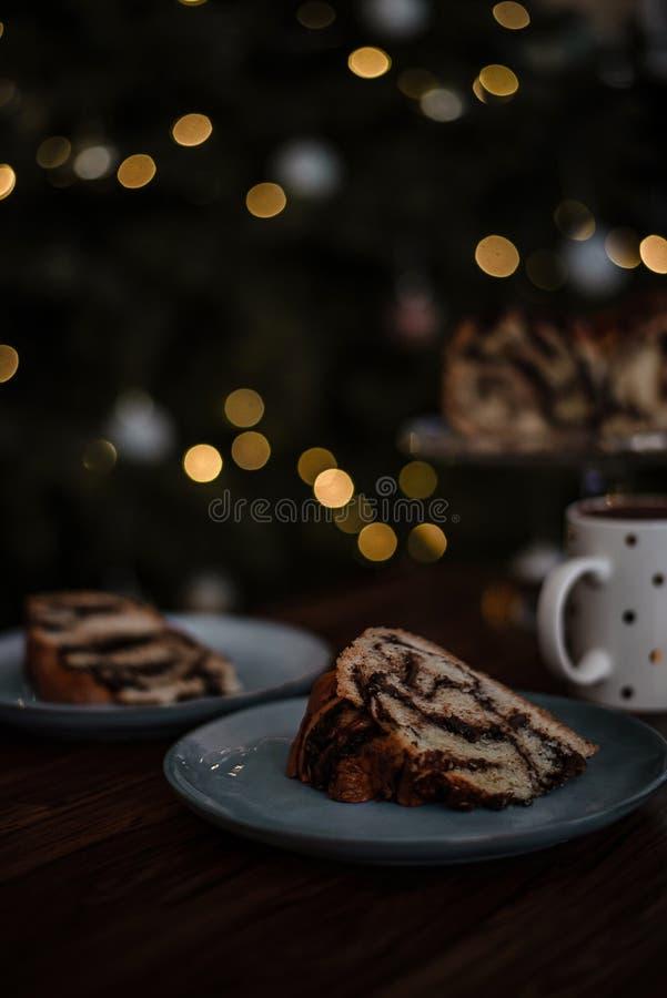 Niesamowite bożonarodzeniowe śniadanie domowe składające się z domowej wraku czekolady z gorącą kakao obrazy stock