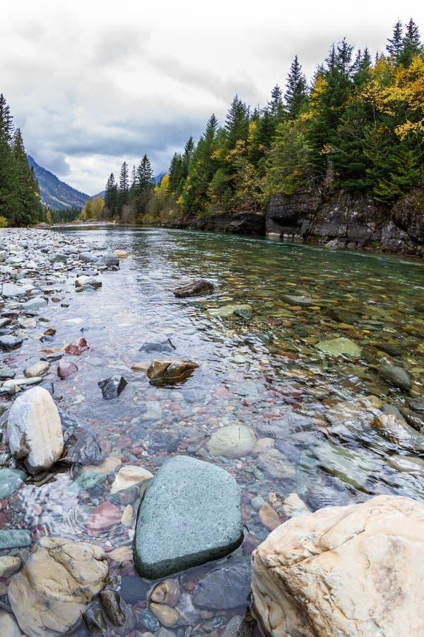 Nieskazitelny glacjalny rzeka przepływ zdjęcie royalty free