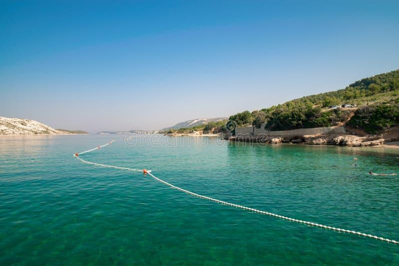 Nieskazitelny kryształ i - jasna woda wyspa zdjęcia royalty free
