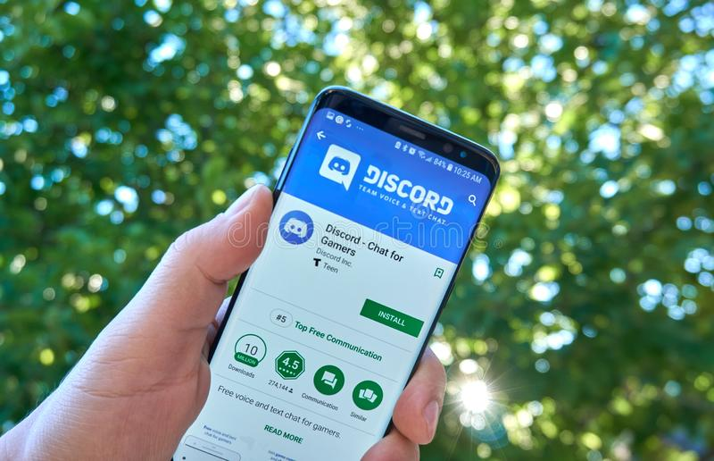 Niesnaski mobilny app na Samsung s8 zdjęcia royalty free