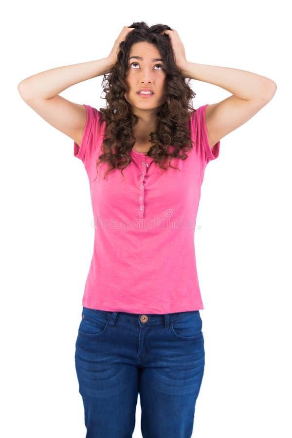 Niespokojny śliczny brunetki pozować obrazy stock