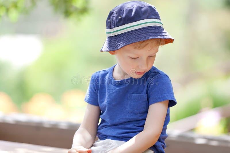 Nieszczęśliwa chłopiec zdjęcia royalty free