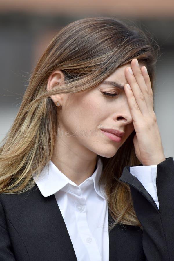 Nieszczęśliwa Dorosła Kolumbijska Biznesowa kobieta Jest ubranym kostium zdjęcie royalty free