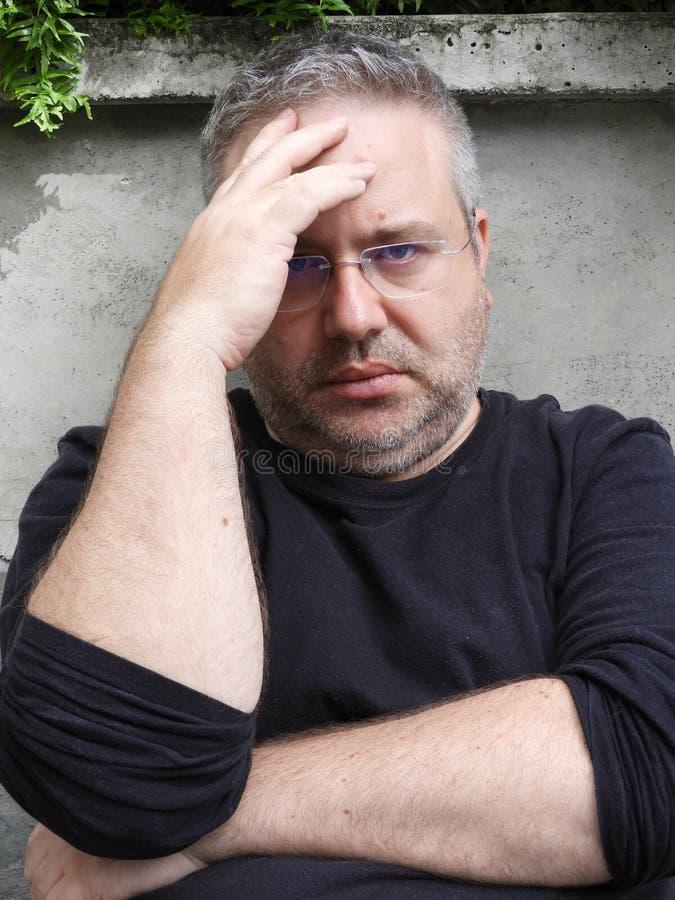 Nieszczęśliwa Nieogolona osoba zdjęcie royalty free