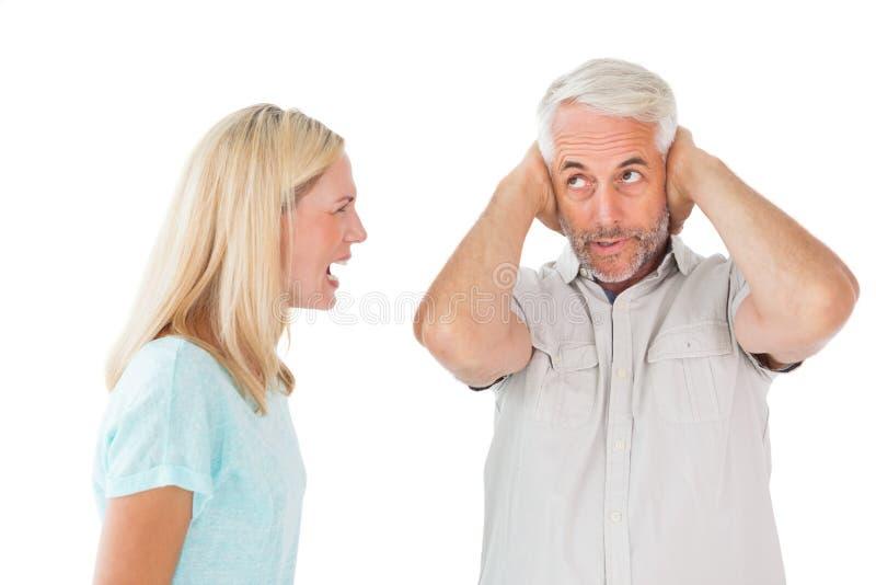 Nieszczęśliwa para ma argument z mężczyzna no słucha zdjęcie royalty free