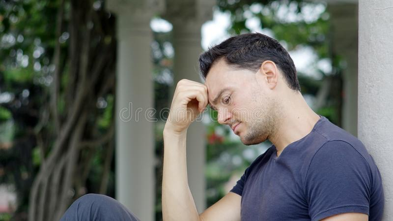 Nieszczęśliwa przystojna osoba zdjęcie royalty free