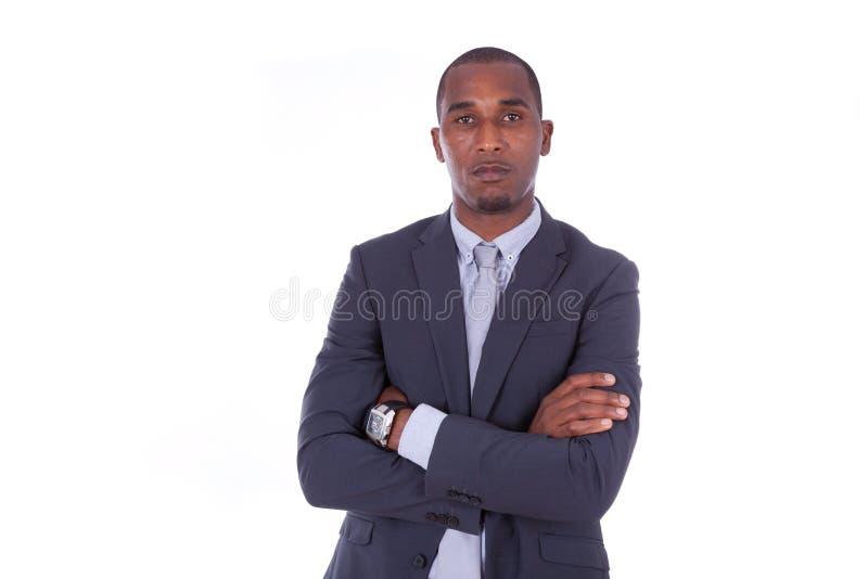 Nieszczęśliwego amerykanina afrykańskiego pochodzenia biznesowy mężczyzna z fałdowymi rękami nad whit zdjęcie royalty free