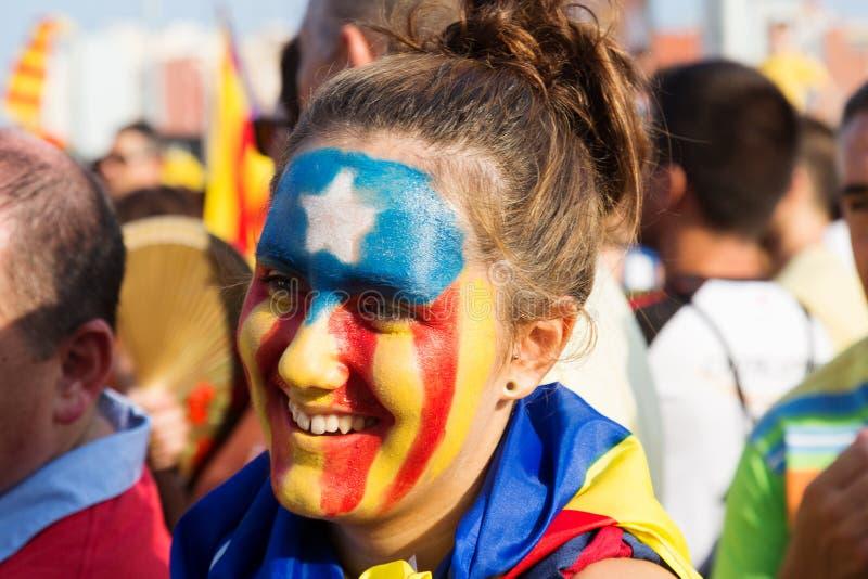 Niet geïdentificeerd Catalaans meisje met patroon van Catalaanse Vlag royalty-vrije stock afbeeldingen