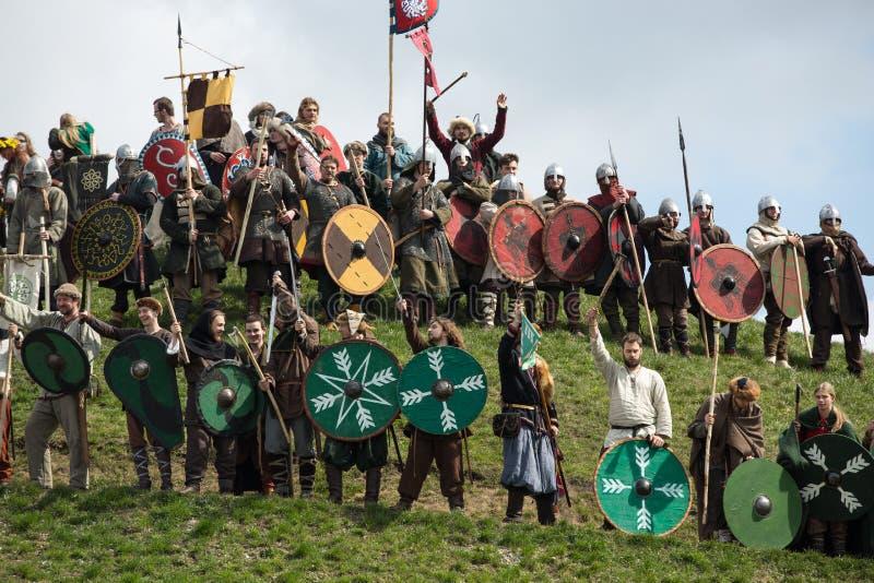 Niet geïdentificeerde deelnemers van Rekawka - de Poolse traditie, vierde in Krakau royalty-vrije stock afbeeldingen