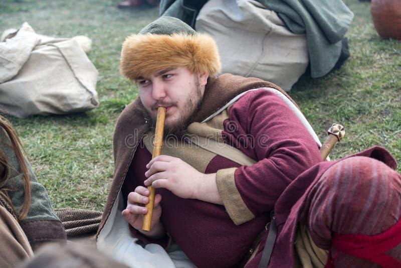 Niet geïdentificeerde deelnemers van Rekawka - de Poolse traditie, vierde in Krakau op Dinsdag na Pasen royalty-vrije stock afbeeldingen