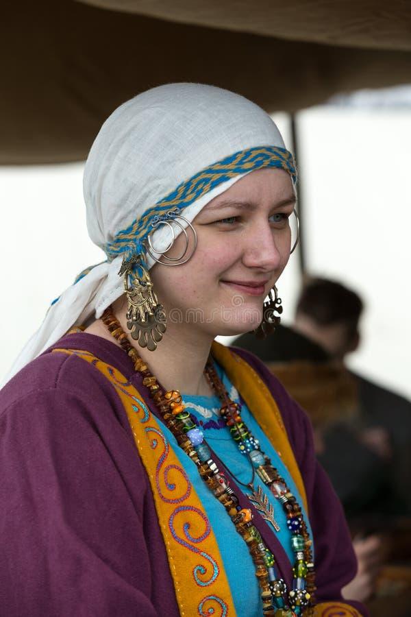 Niet geïdentificeerde deelnemers van Rekawka - de Poolse traditie, vierde in Krakau op Dinsdag na Pasen royalty-vrije stock afbeelding