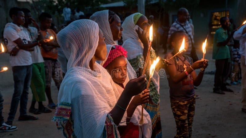 Niet geïdentificeerde Ethiopische mensen die het Meskel-festival in Ethiopië vieren royalty-vrije stock fotografie
