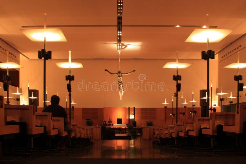 Download Niet Geïdentificeerde Mensenplaatsing Binnen Gebedzaal Redactionele Foto - Afbeelding bestaande uit structuur, kerk: 39104866