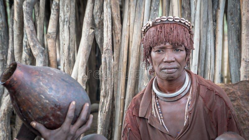 Niet geïdentificeerde vrouw van de stam van Hamar in de Omo-Vallei van Ethiopië royalty-vrije stock fotografie