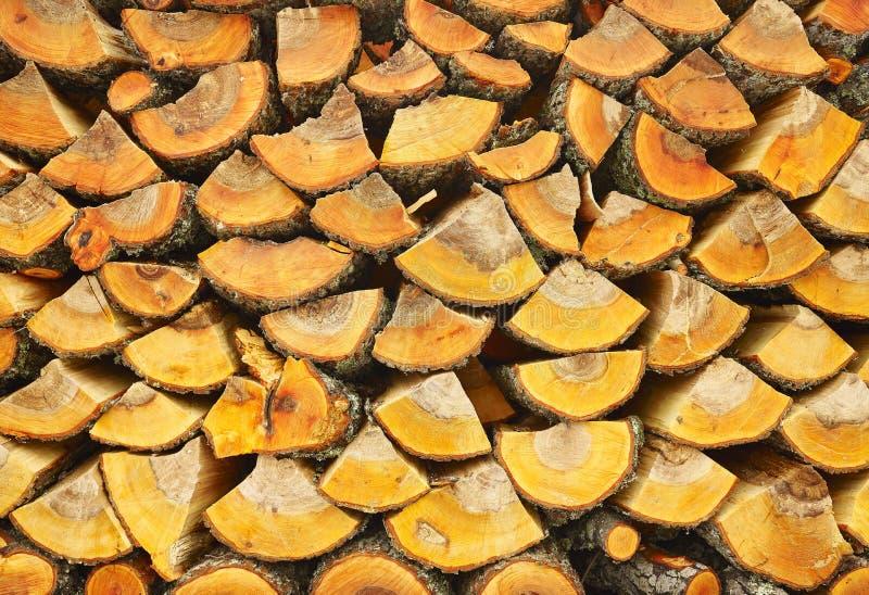 Nietje van biomassa, geschikt brandhout stock fotografie