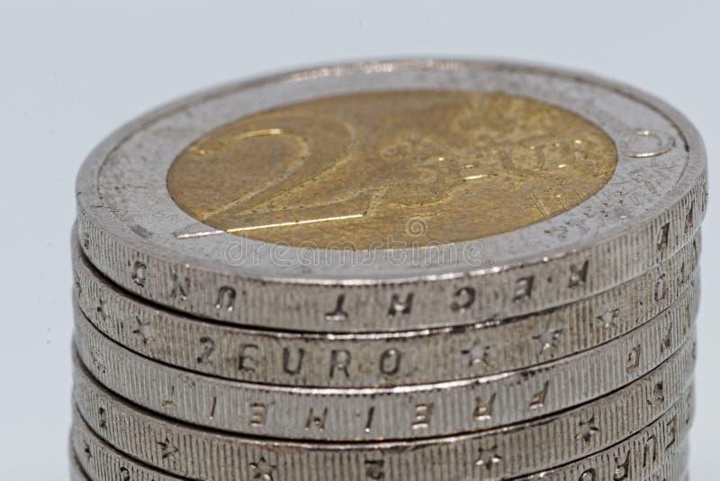 Nietje van 2 Euro muntstukken royalty-vrije stock foto's