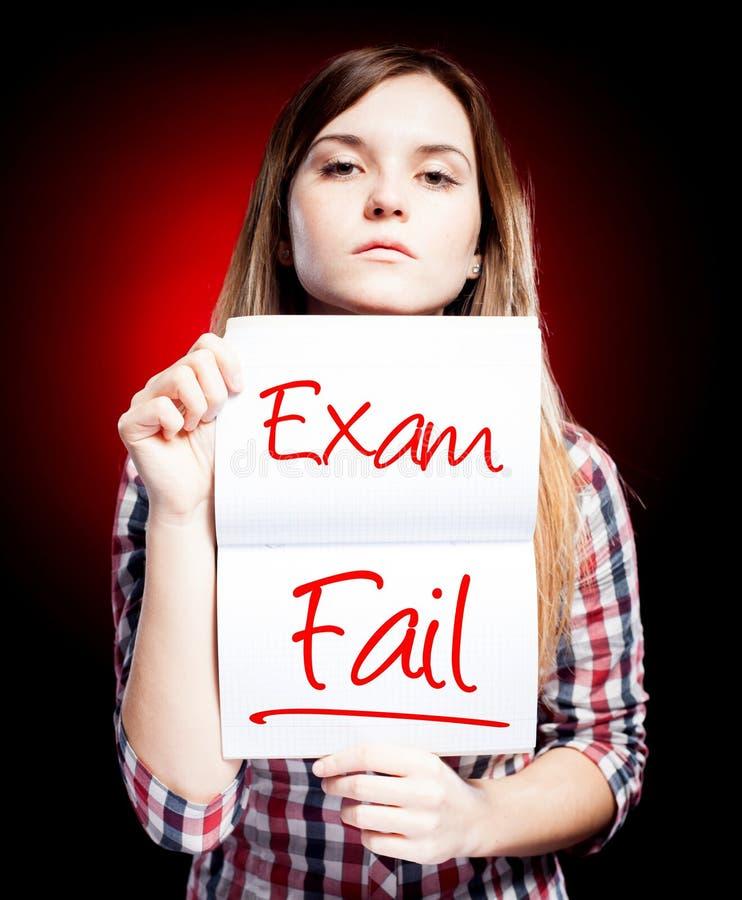 Nieudany egzamin, test i rozczarowana dziewczyna lub ilustracji
