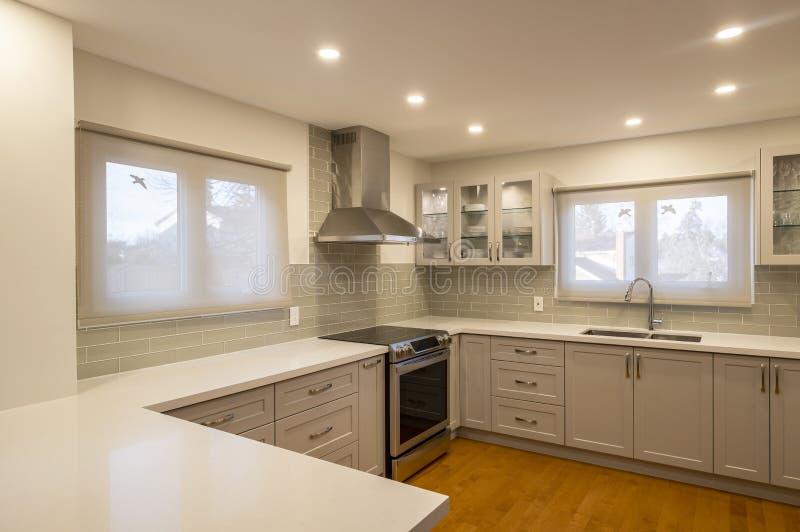 Nieuw en modern Open Concept Kitchen 2 stock foto