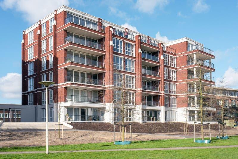 Nieuw flatgebouw in Marienpark in Leidschendam, Nederland stock fotografie