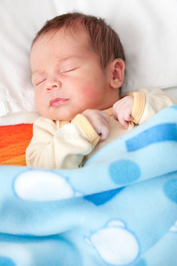 Nieuw - geboren babyslaap royalty-vrije stock foto