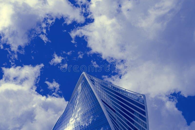 Nieuw gebouwen modern commercieel centrum stock afbeelding
