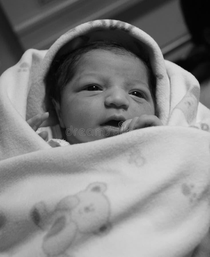 Nieuw - het zwart-witte beeld van het geboren Aziatische babymeisje royalty-vrije stock foto