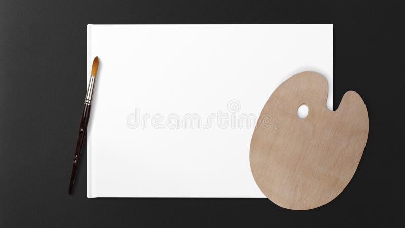 Nieuw houten die palet met kunstborstel, op witte achtergrond en donkere achtergrond wordt geïsoleerd stock afbeeldingen