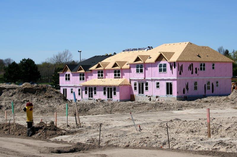Nieuw Huis in de stad stock afbeeldingen