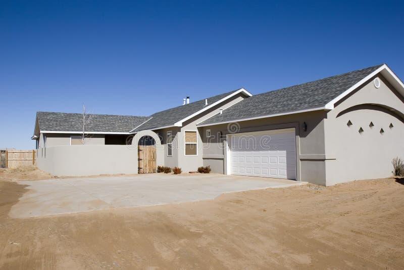 Nieuw huis voor verkoop stock foto's