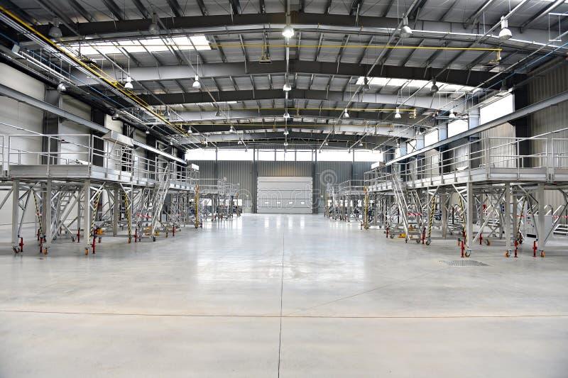 Nieuw industrieel pakhuis stock foto
