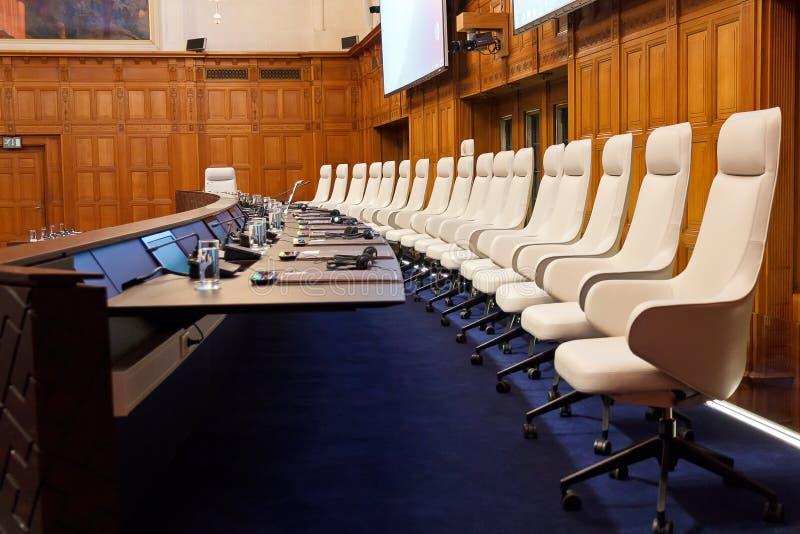 Nieuw Internationaal Gerechtshof Courtroom stock foto