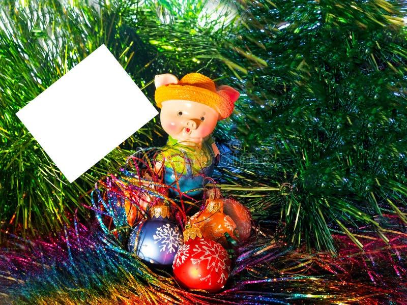 Nieuw jaar, 2019, varken, Kerstmisballen, klatergoud, prentbriefkaar, brief, gelukwensen stock afbeelding