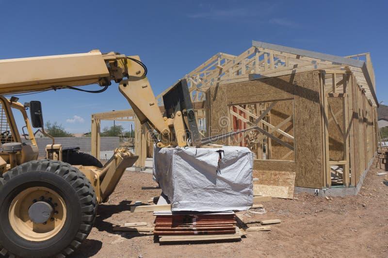 Nieuw modern huis in aanbouw stock afbeelding