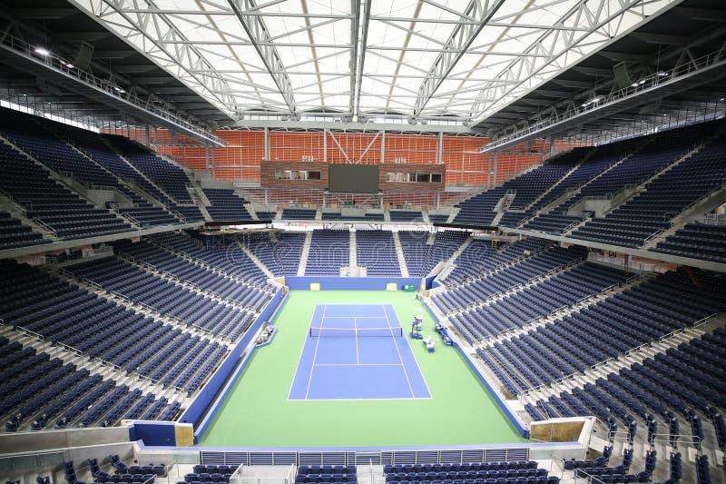 Nieuw, roofed Louis Armstrong-stadion wordt geplaatst aan debuut bij U van 2018 S Open in Billie Jean King National Tennis Center stock fotografie