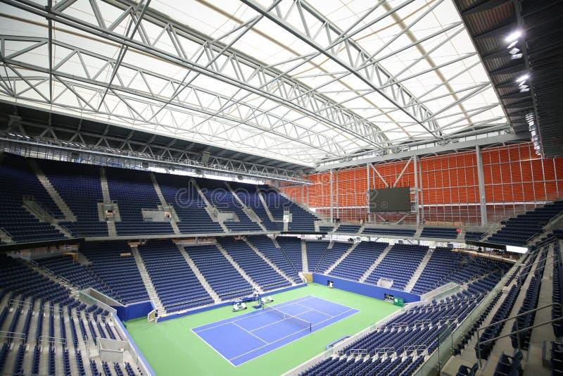 Nieuw, roofed Louis Armstrong-stadion wordt geplaatst aan debuut bij U van 2018 S Open in Billie Jean King National Tennis Center stock afbeeldingen