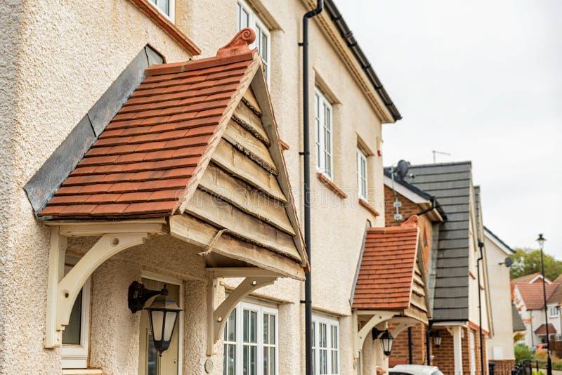Nieuw uniek ontwerp modern losgemaakt huis in Engeland stock afbeelding