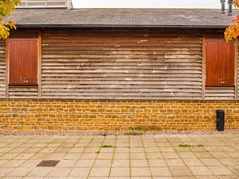 Nieuw uniek ontwerp modern losgemaakt huis in Engeland stock afbeeldingen