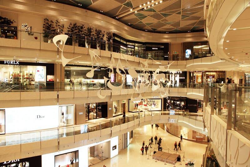 Nieuw winkelcomplex in Shanghai royalty-vrije stock foto's