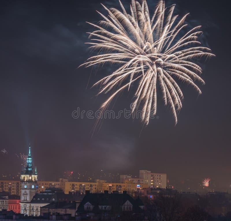 Nieuw Year's-Vooravondvuurwerk in bielsko-Biala, Polen royalty-vrije stock foto