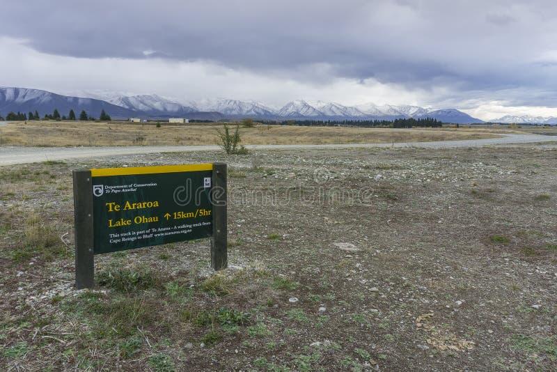 NIEUW ZEELAND 16TH APRIL 2014; Uithangbord alvorens naar Mont Cook South Island, Nieuw Zeeland te gaan royalty-vrije stock foto's