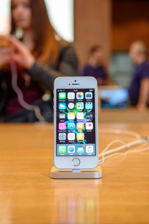 Nieuwe Apple-smartphonelancering van iPhonese stock afbeelding